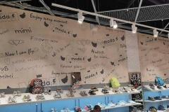 Оформление стены магазина MIMIMMODA