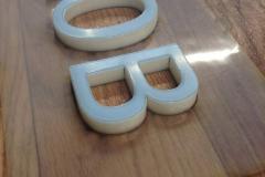 Буквы склеены из молочного оргстекла