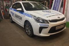 Брендирование автомобилей Kia Rio из автопарка фирмы Аварком