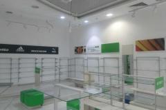 Внутреннее оформление магазина BELWEST в ТРЦ Фабри имиджами, подвесной рамкой, POS продукцией и полиграфией
