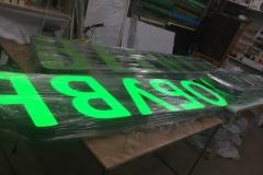 В рамках работ по наружному оформлению были изготовлены три комплекта световых объемных букв ОБУВЬ и один комплект световых объемных букв BELWEST
