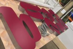 Световые объемные буквы для салона красоты BERBERI