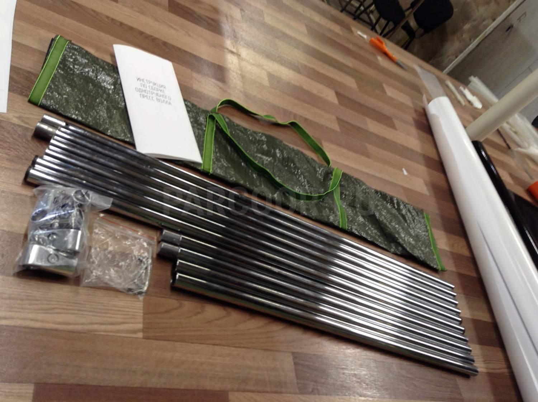 Комплект пресс-волла включает в себя элементы конструкции, фурнитуру, ключ для сборки, инструкцию и транспортировочную сумку
