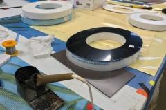 Лицевая часть букв — черное оргстекло, а торец — молочное оргстекло по 3 мм