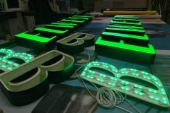 Изготовлены два комплекта световых букв