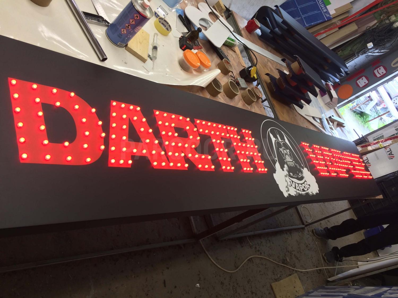 Вывеска с открытой подсветкой светодиодными пикселями RGB