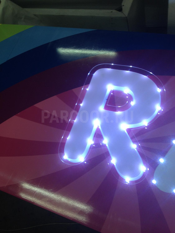 Вывеска с открытой пиксельной подсветкой букв по контуру | Raduga Дирижабль