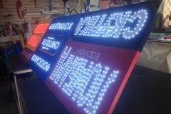 Вывеска с открытой пиксельной подсветкой букв по контуру Снято.ру на Щорса