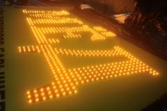 Вывески с открытой пиксельной подсветкой букв с полной заливкой