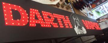 Вывеска с открытой пиксельной подсветкой для магазина Darth Vapor